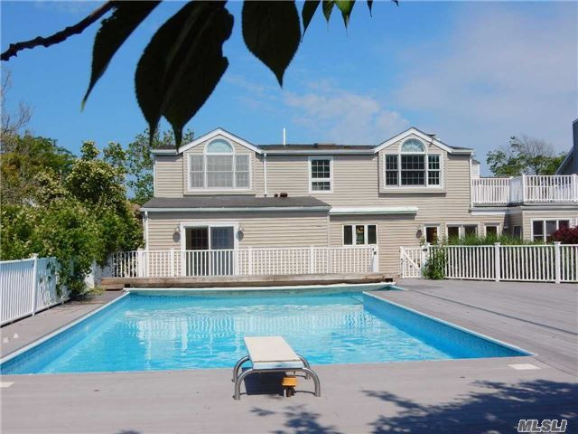 4 BR,  4.00 BTH  Colonial style home in Lido Beach