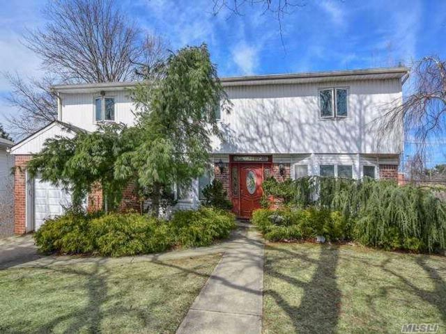 5 BR,  2.50 BTH  Colonial style home in Plainview