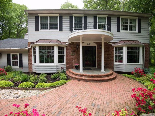 5 BR,  3.50 BTH  Colonial style home in Oyster Bay Cove