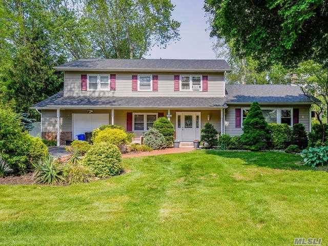 4 BR,  2.50 BTH  Colonial style home in East Northport