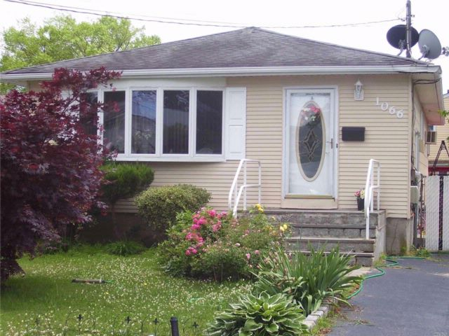 3 BR,  1.00 BTH  Ranch style home in West Babylon