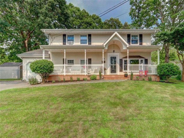 4 BR,  2.00 BTH  Colonial style home in Deer Park
