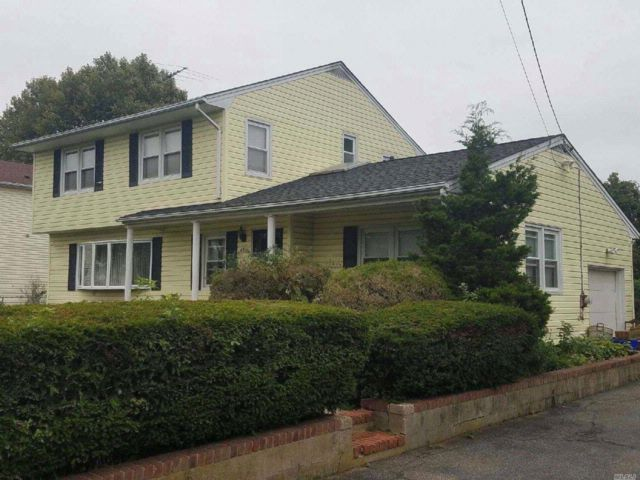 5 BR,  3.00 BTH  Hi ranch style home in West Babylon