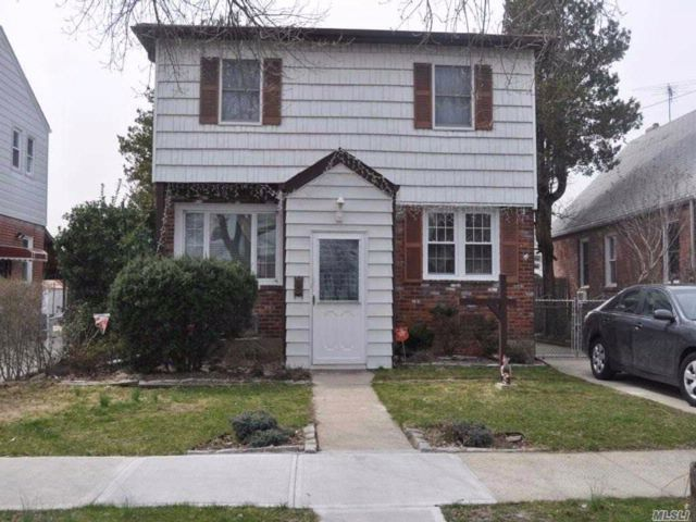 5 BR,  2.50 BTH  Colonial style home in Floral Park