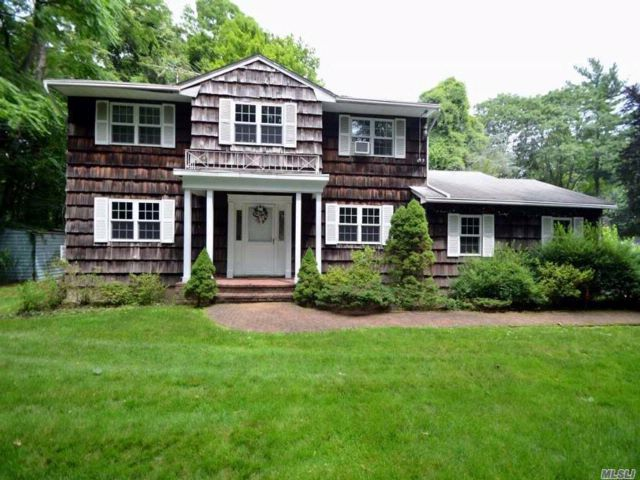 4 BR,  2.50 BTH  Colonial style home in Roslyn Harbor
