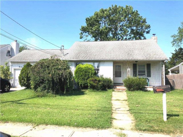 2 BR,  1.00 BTH  Cape style home in North Babylon