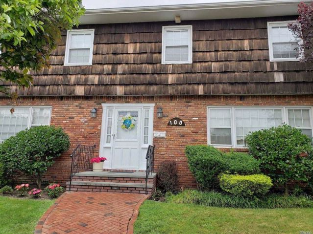 5 BR,  4.00 BTH  Colonial style home in Atlantic Beach