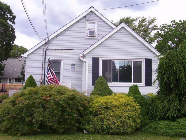 3 BR,  1.00 BTH  Cape style home in West Babylon