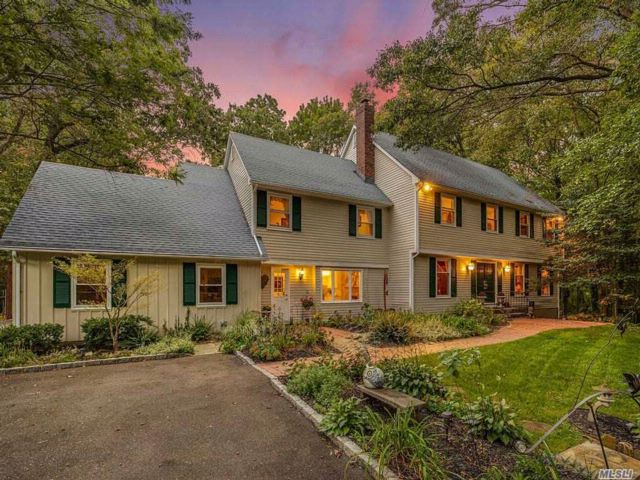 6 BR,  3.50 BTH  Colonial style home in Oyster Bay Cove