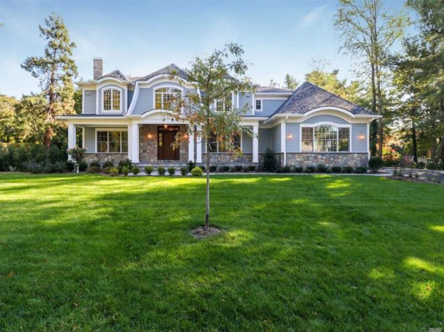 6 BR,  5.50 BTH  Colonial style home in East Hills