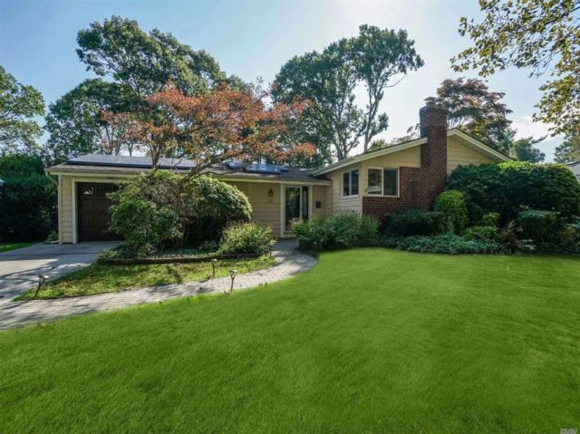 4 BR,  2.00 BTH  Ranch style home in Dix Hills
