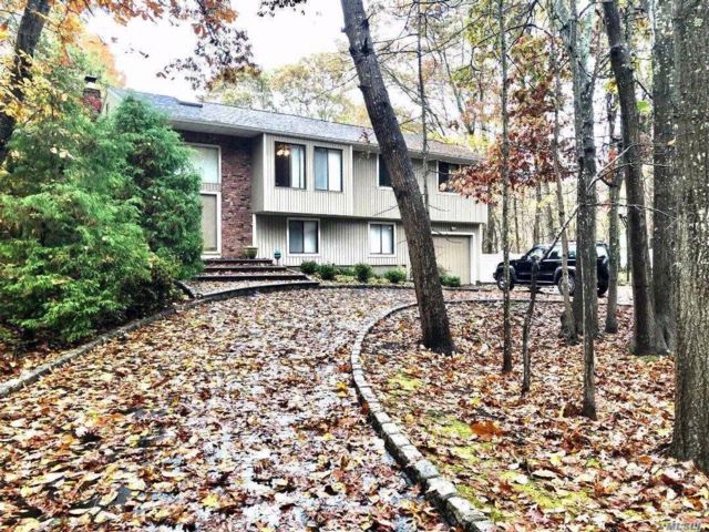 4 BR,  2.50 BTH  Hi ranch style home in Manorville