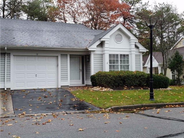 2 BR,  2.00 BTH  Homeowner assoc style home in Ridge