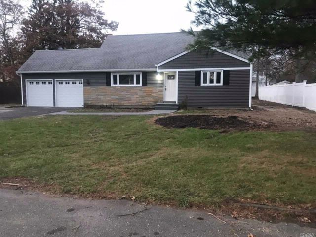 4 BR,  2.00 BTH  Cape style home in East Islip