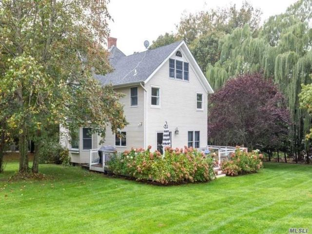4 BR,  3.00 BTH  Farmhouse style home in Southold