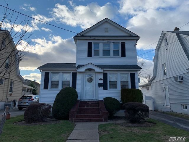 3 BR,  1.00 BTH  Colonial style home in Valley Stream