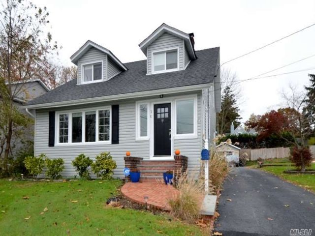 3 BR,  1.50 BTH  Colonial style home in Glen Head