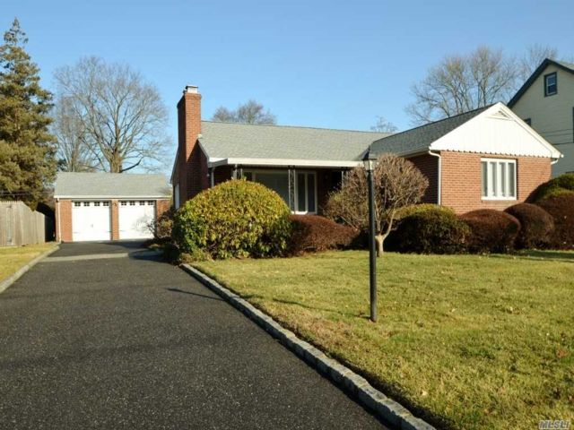 2 BR,  2.00 BTH  Ranch style home in Glen Cove