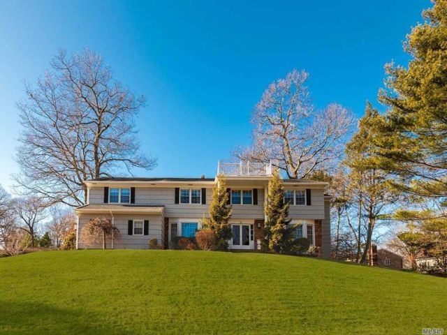 6 BR,  4.50 BTH  Colonial style home in East Hills