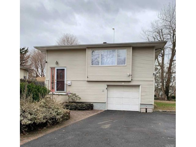 3 BR,  2.00 BTH  Hi ranch style home in Glen Cove