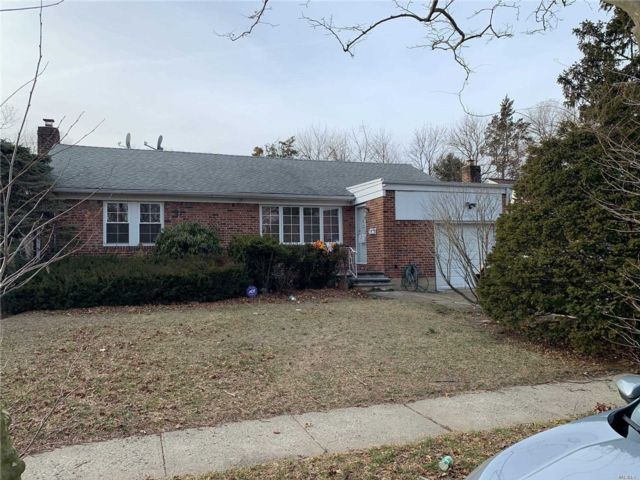 3 BR,  2.50 BTH  Exp ranch style home in Elmont