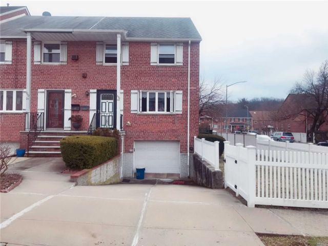 4 BR,  3.00 BTH  Colonial style home in Douglaston