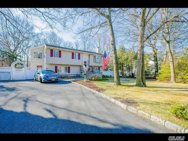 6 BR,  4.00 BTH  Hi ranch style home in Ronkonkoma