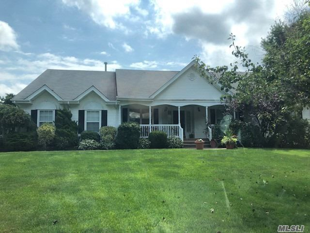 4 BR,  5.00 BTH  Ranch style home in Setauket