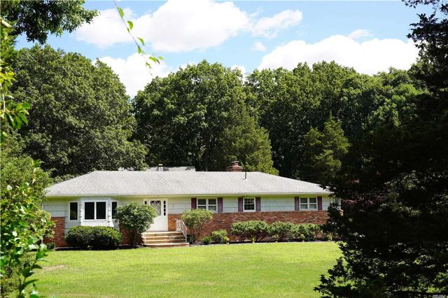 3 BR,  3.00 BTH  Ranch style home in Nesconset