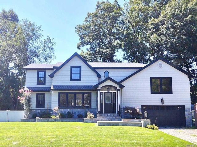 5 BR,  4.00 BTH  Split level style home in East Williston
