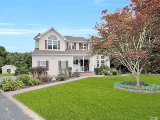 5 BR,  4.00 BTH  Contemporary style home in Medford