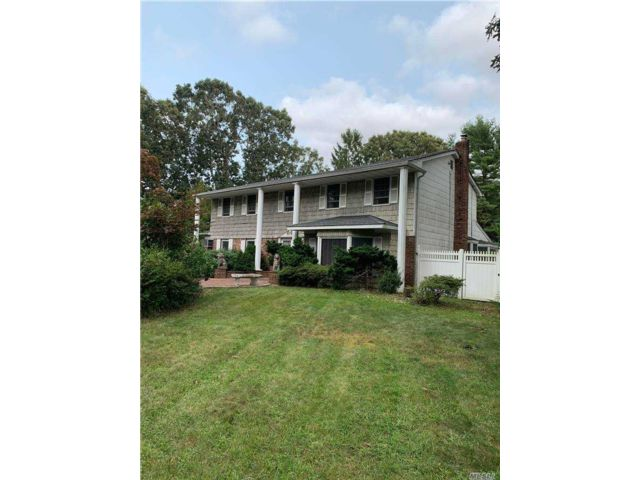 5 BR,  4.00 BTH  Colonial style home in Lake Grove
