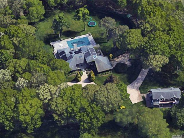 5 BR,  6.00 BTH  Estate style home in East Quogue