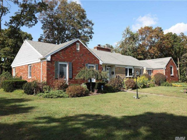 4 BR,  3.00 BTH  Ranch style home in Patchogue