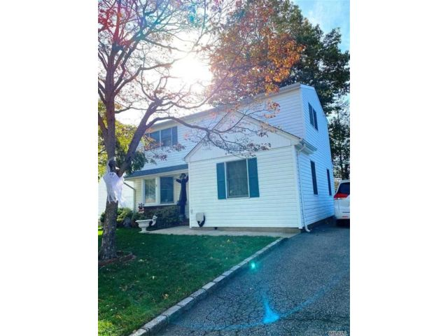 5 BR,  2.00 BTH  Exp ranch style home in Glen Cove