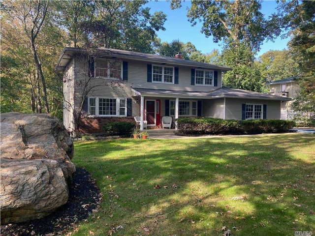 4 BR,  3.00 BTH  Colonial style home in Lake Grove