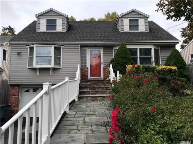 4 BR,  2.00 BTH  Cape style home in Northport