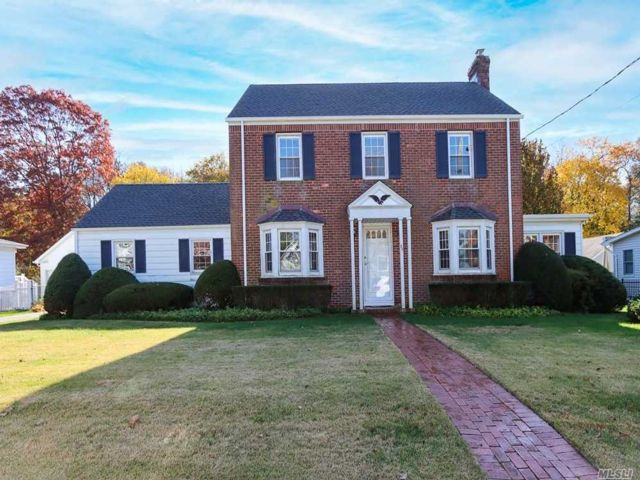 3 BR,  2.00 BTH  Colonial style home in East Norwich