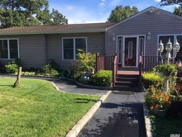 2 BR,  2.00 BTH  Ranch style home in Holtsville