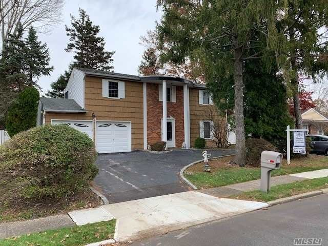 4 BR,  2.00 BTH  Splanch style home in Port Jefferson Station
