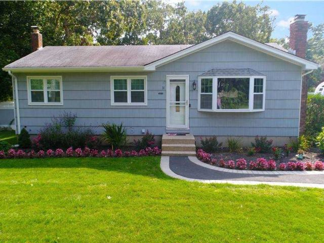 3 BR,  1.00 BTH  Ranch style home in Speonk