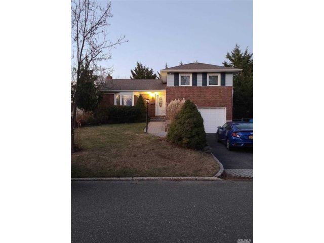 3 BR,  2.00 BTH  Split level style home in East Northport