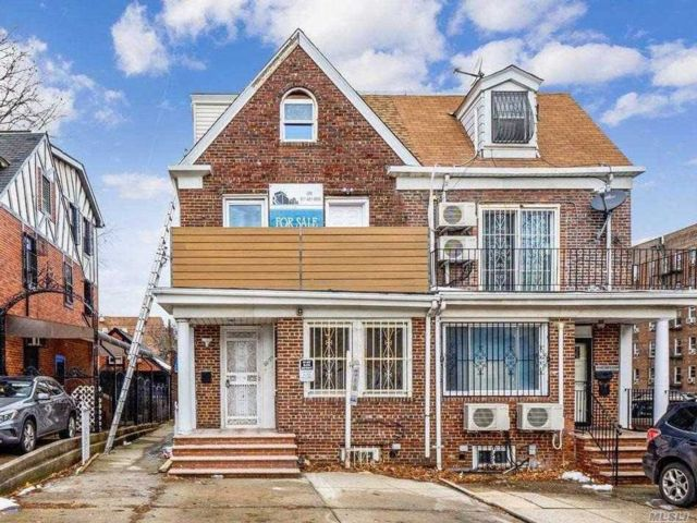 5 BR,  3.00 BTH  2 story style home in Forest Hills