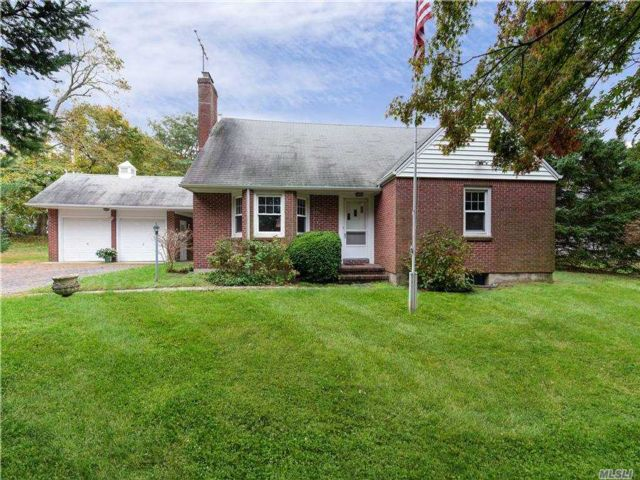 2 BR,  1.00 BTH  Cape style home in Woodbury