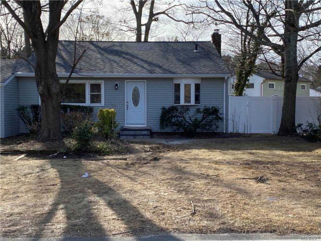 3 BR,  1.00 BTH  Split level style home in Sayville