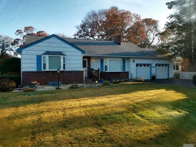 3 BR,  2.00 BTH  Ranch style home in Bay Shore
