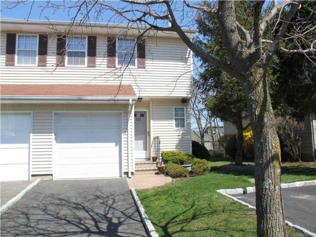 3 BR,  3.00 BTH  Townhouse style home in Woodbury