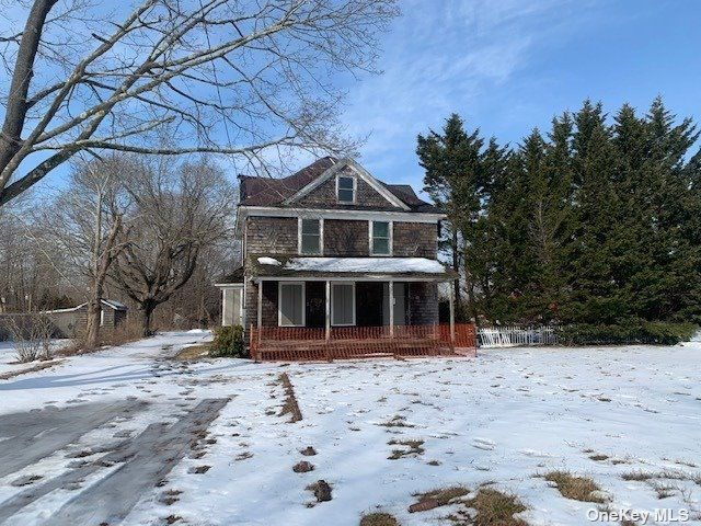 3 BR,  2.00 BTH  Colonial style home in Eastport