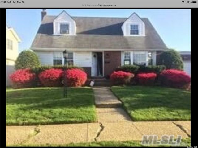 4 BR,  3.00 BTH  Cape style home in East Meadow