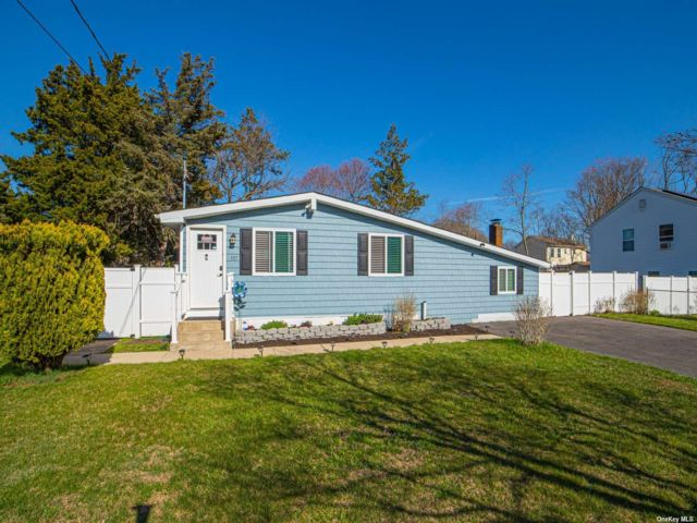 3 BR,  2.00 BTH  Exp ranch style home in East Patchogue
